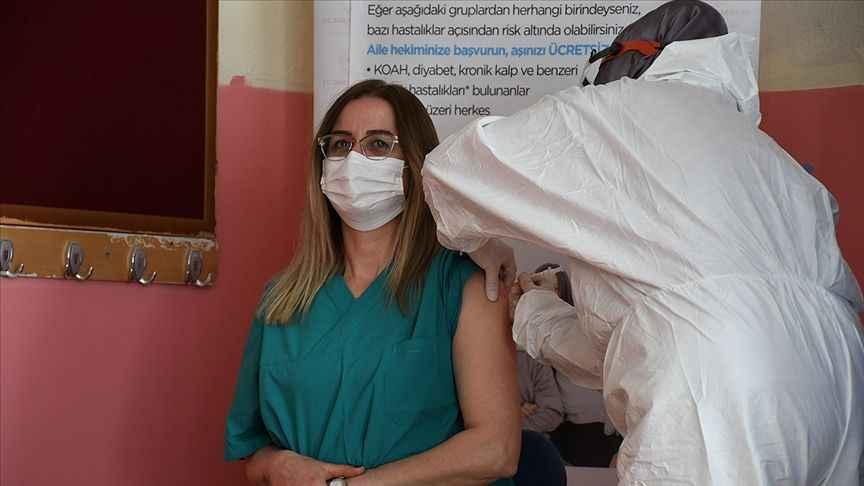 40 yaş üstü öğretmenlerin aşı randevuları açıldı