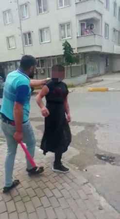 Pendik'te eşini taciz ettiğini iddia ettiği kişiyi sokakta kadın kıyafetiyle gezdirdi; sopayla dövdü