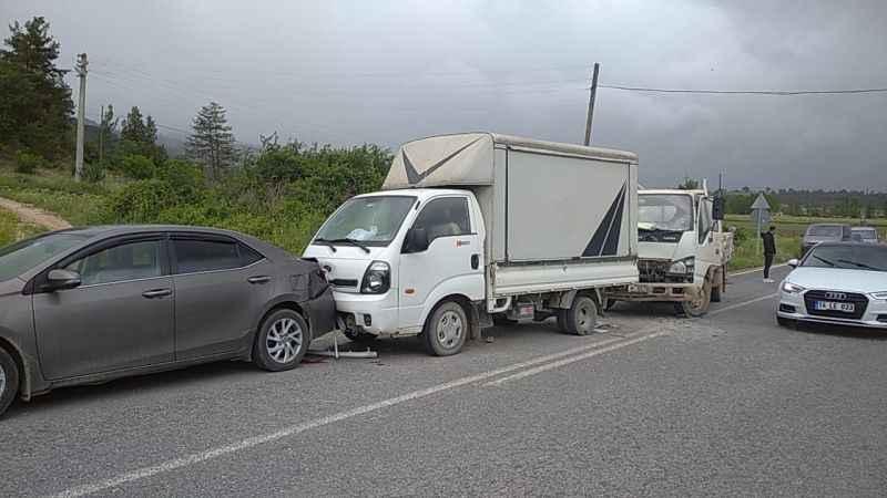 Taraklı'da zincirleme trafik kazasında bir kişi yaralandı