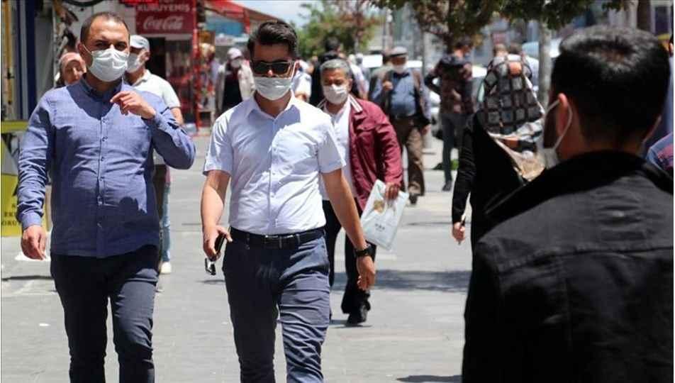 Maske zorunluluğu kalkıyor mu? Bakan Koca açıklama yaptı