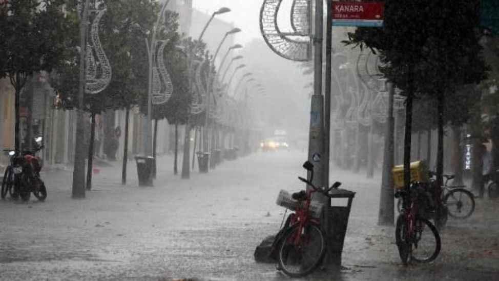 Büyükşehir kuvvetli yağışa karşı vatandaşları uyardı