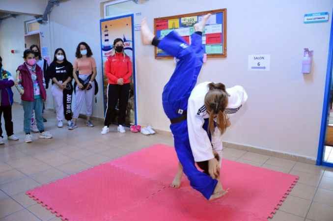 Milli judocular, minik judoculara gösterilerini sundu