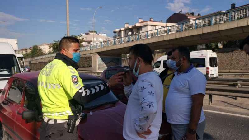 Kocaeli'de 4 aracın karıştığı zincirleme trafik kazasında 2 kişi yaralandı