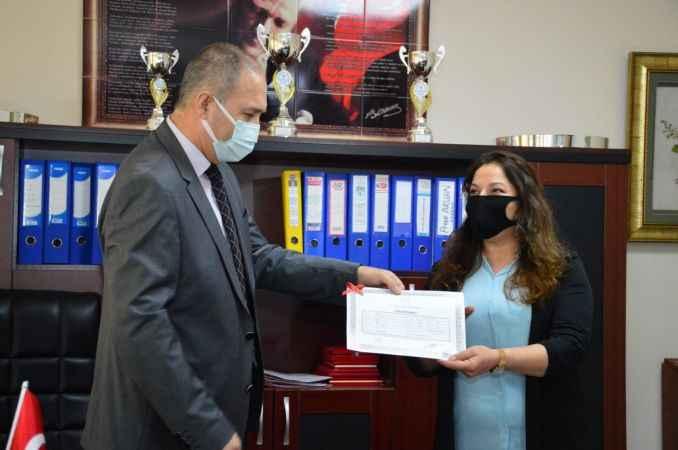 Kızıyla üniversite okuyabilmek için 47 yaşında lise diplomasını aldı