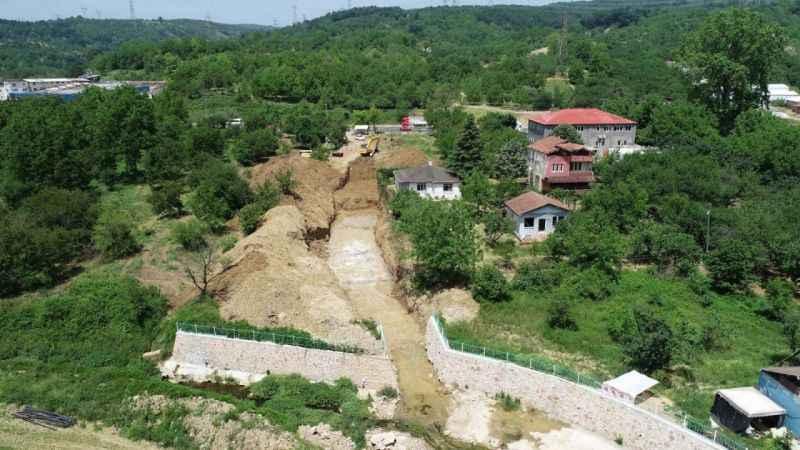 Eşme'de depo inşaatı ve dere ıslahı çalışmaları yapılıyor
