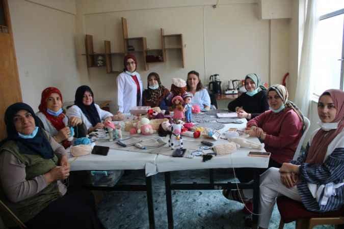 Söğütlü'de kadın kursiyerler el emeği ürünlerini internetten satarak ev ekonomisine katkı sağlıyor
