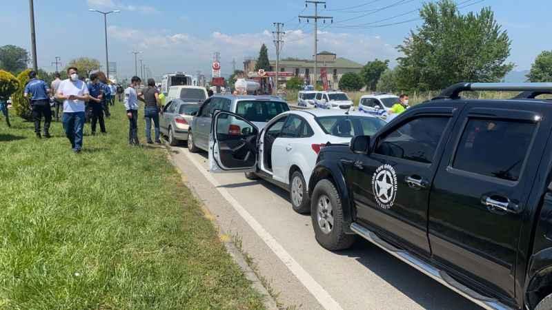 D-100 karayolunda 7 aracın karıştığı zincirleme kazada 5 kişi yaralandı