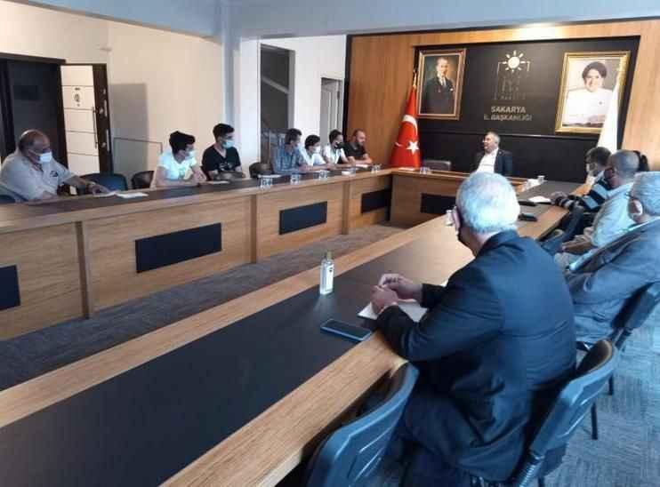 Müzisyenlerden İYİ Parti Adapazarı İlçe'ye ziyaret