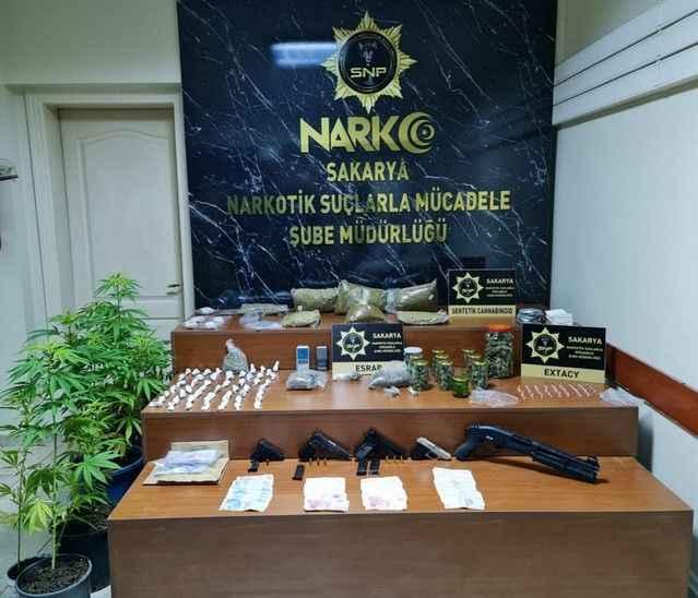 Erenler'de uyuşturucu operasyonu: 23 gözaltı