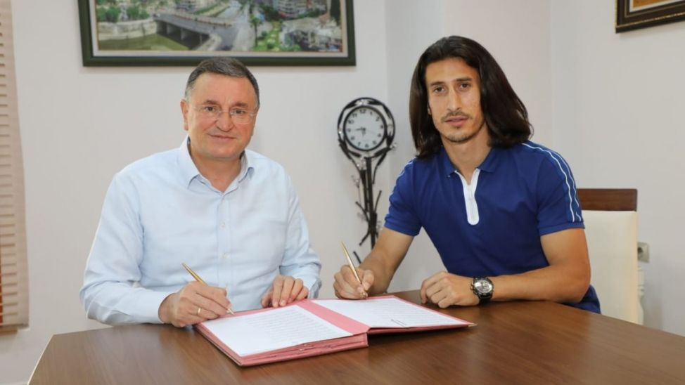 Burak Öksüz, Süper Lig kulübüne imzayı attı