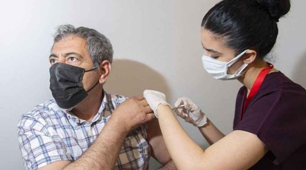 Sağlıkçılara moral! Aşı odalarında görev alana ek ödeme...