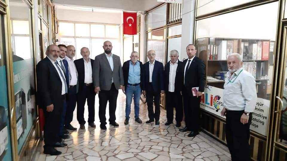 Saadet Akyazı'da geçim manifestosu dağıttı