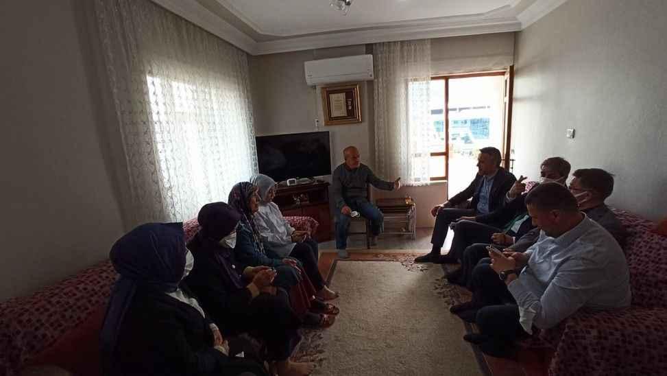 AK Partililerden şehit babasına ziyaret
