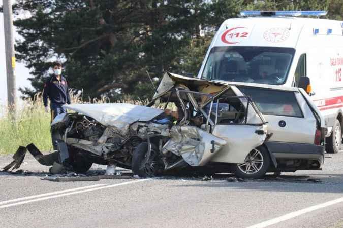 Paramparça olan otomobilde karı koca hayatını kaybetti