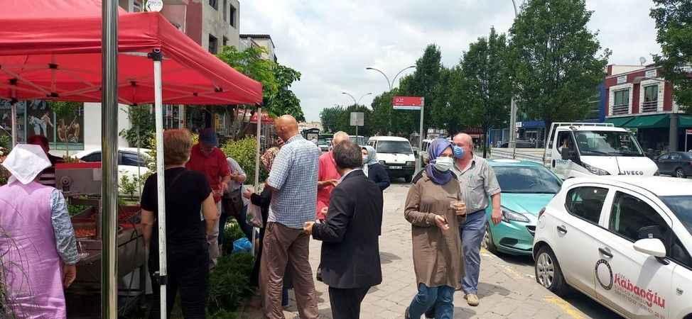 CHP İl Başkanlığı, parti binasının önünde lokma dağıttı
