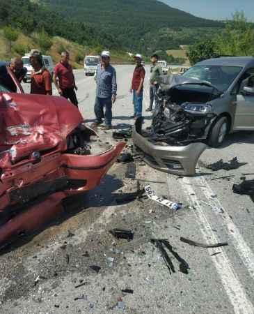 Sakarya'da panelvanla çarpışan otomobildeki 1 kişi öldü, 1 kişi yaralandı
