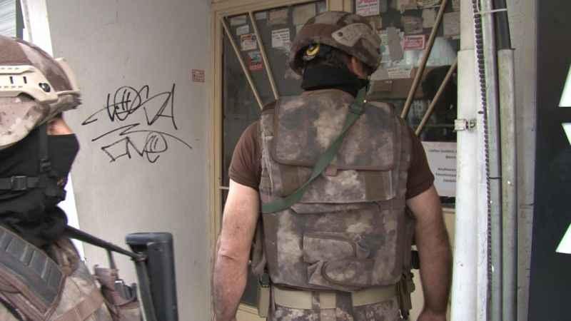 Pendik'te uyuşturucu satıcılarına operasyon kamerada