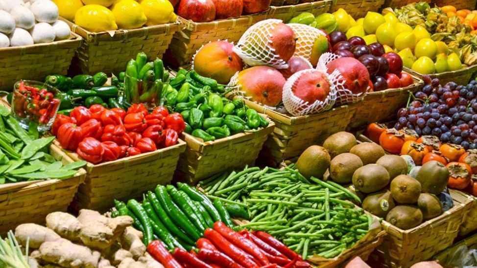 Vatandaşı marketlere mahkum edecek tepkisi var... 27 meyve ve sebzenin açık alanda satışı yasaklanıyor