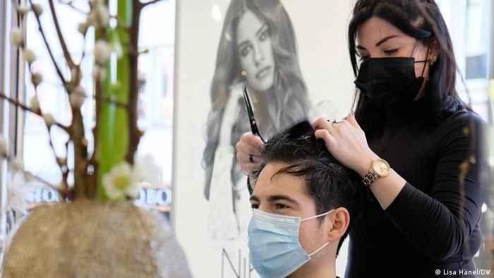 İşte yeni Koronavirüs rehberi : AVM, berber, kuaför, güzellik salonları...