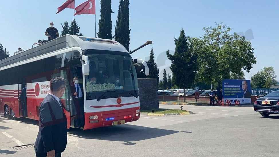 ERDOĞAN SAKARYA'DA (4) Erdoğan Tank Palet'den çıkış yaptı! Miting alanına gidiyor...