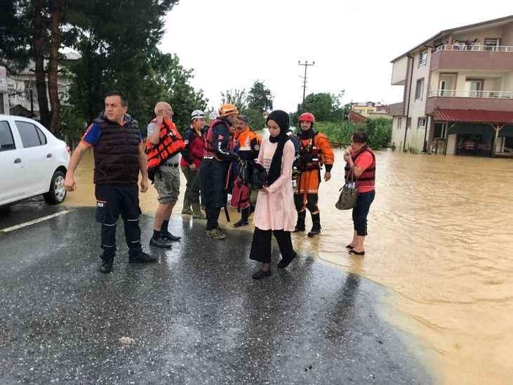 AFAD duyurdu: Kocaali'deki selde 66 kişi kurtarıldı