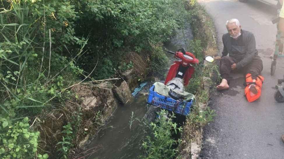 Motosikleti ile yoldan çıkarak su kanalına uçtu