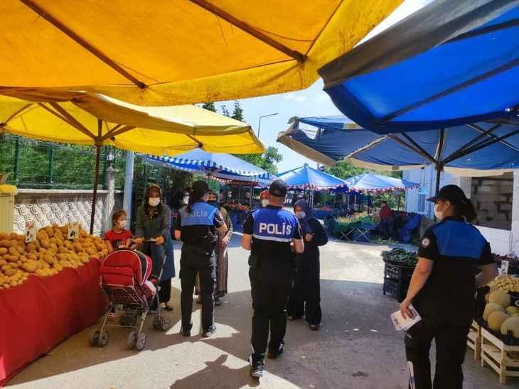"""Polisler pazarda """"kadına şiddete hayır"""" dedi..."""
