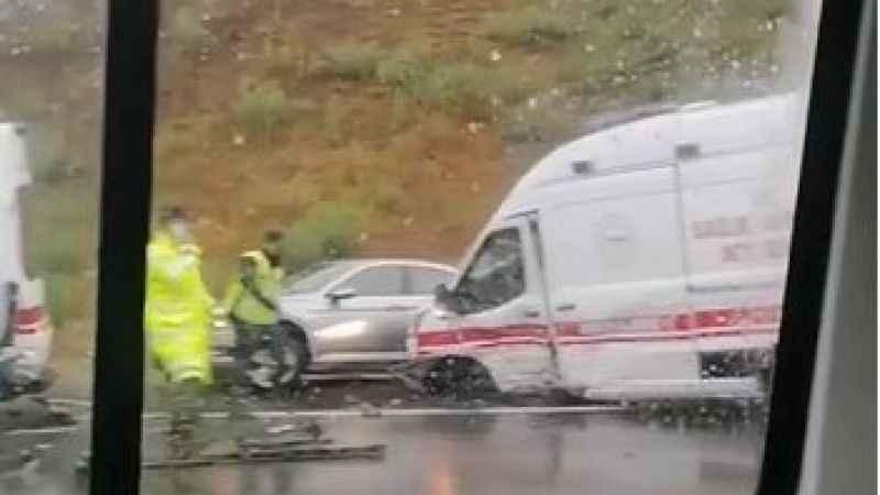 Marmara Otoyolu'nda kazaya müdahale eden ambulanslara otomobil çarptı: 5 yaralı
