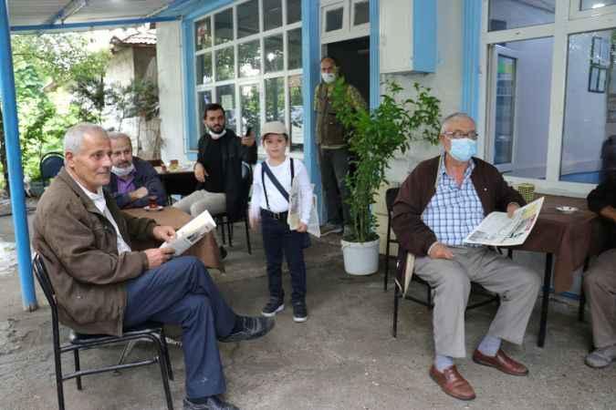 Otobüsle mahalle mahalle gezerek Mehmet Akif Ersoy'un mücadelesini anlatıyorlar