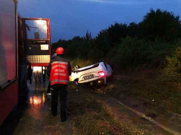 Lüks otomobil takla attı: 3 yaralı