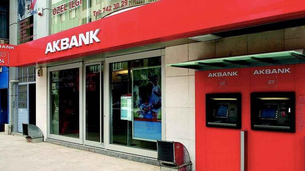 Akbank'ta yaşanan sistem arızası devam ediyor; müşteri borçlarının son ödemesi 1 gün ertelendi