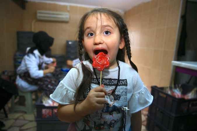 """Kadın girişimci """"çocukları gülümseten şekerleri"""" 5 ülkeye ihraç ediyor"""