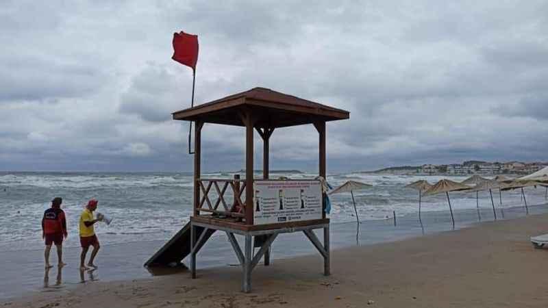 Kandıra'da hava muhalefeti nedeniyle denize girilmesi yasaklandı