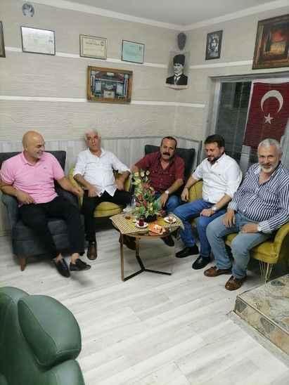 Muharrem Gürkan ve arkadaşları, meslektaşının selde hasar gören dükkanını yeniledi
