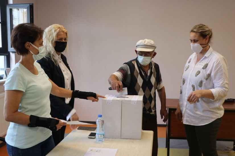 Sakarya'da yaşayan Bulgaristan vatandaşları, erken genel seçim için sandık başına gitti