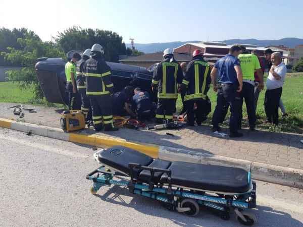 Kocaeli'de otomobil şarampole devrildi: 2 yaralı
