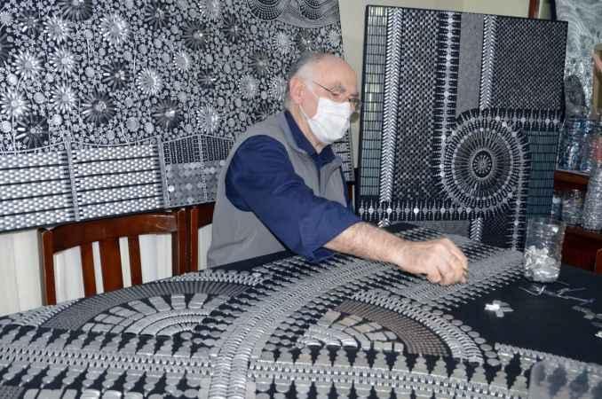 72 yaşındaki emekli öğretmen hurdaya gidecek malzemelerle eşsiz tablolar ortaya çıkarıyor