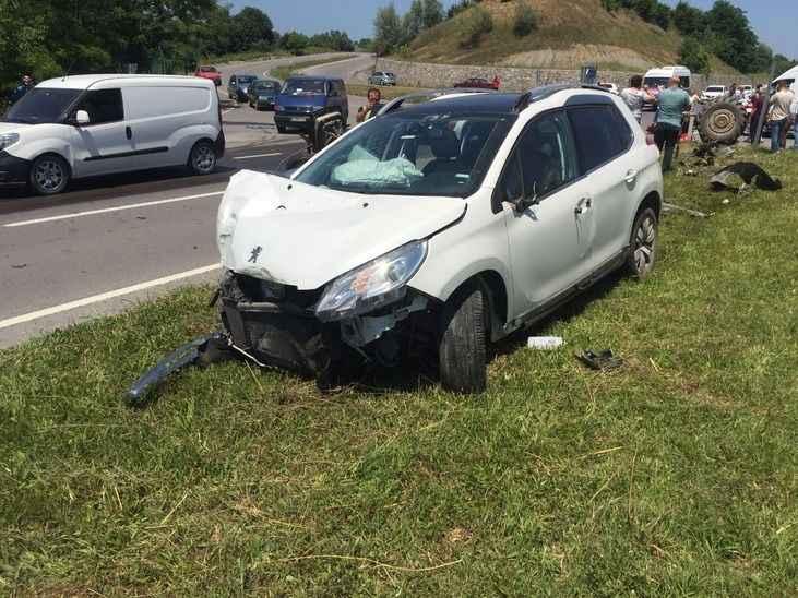 Feci kazada traktör ikiye bölündü: 4 yaralı