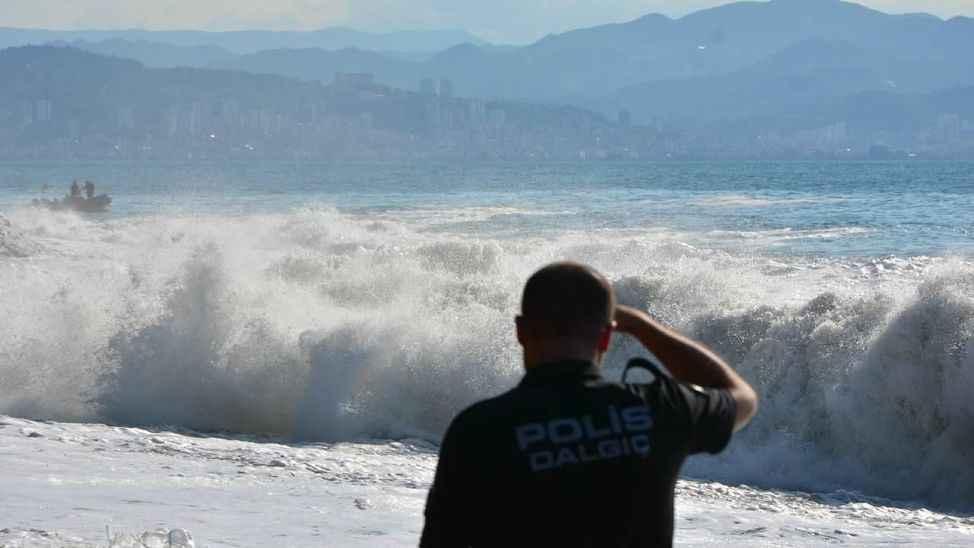 Kocaeli'de tekneden denize düşen kişinin cesedi bulundu