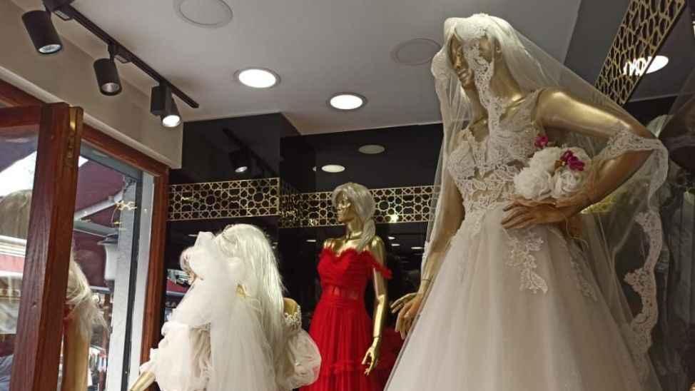 Düğün sezonu bile kar etmedi... Gelinlikçiler eskiyi arar oldu...