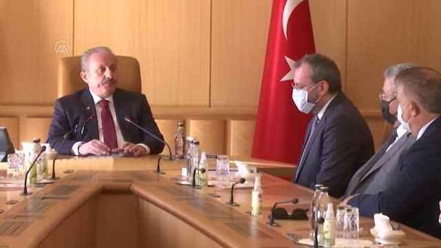 Deprem Araştırma Komisyonu Başkanı Uncuoğlu, komisyon raporunu TBMM Başkanı Şentop'a sundu