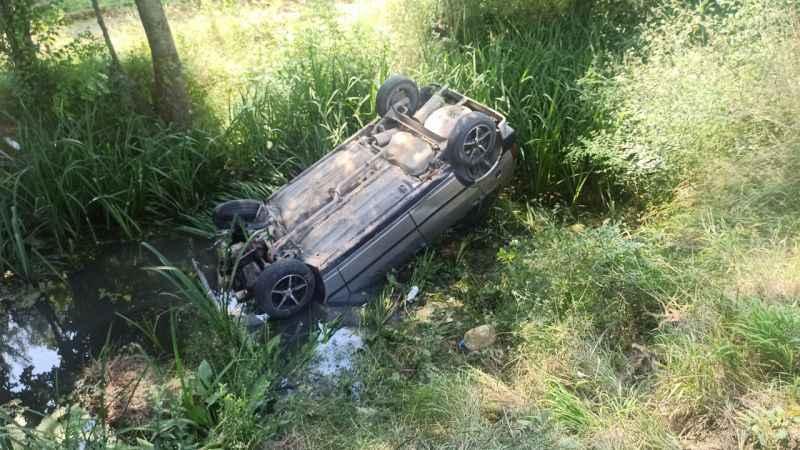 Kandıra'da kaza yapan sürücüye yardım için duran araca otomobil çarptı: 3 yaralı