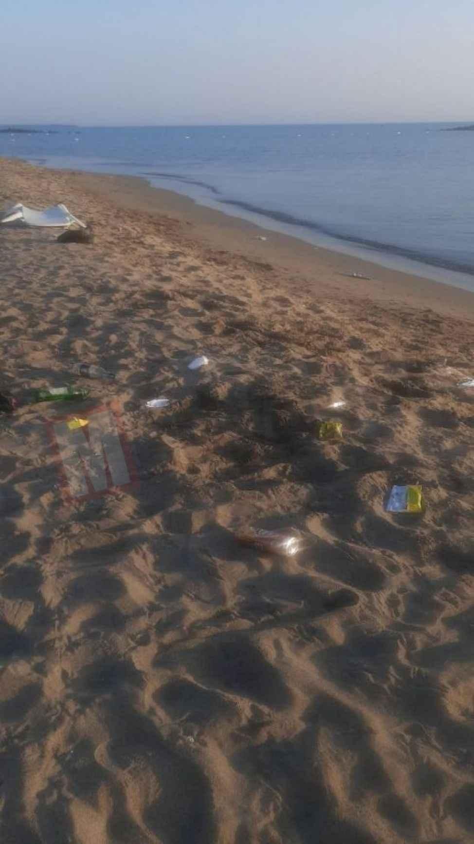 Karasu plajı sahipsiz kaldı! Sahildeki bu görüntü tepki çekti