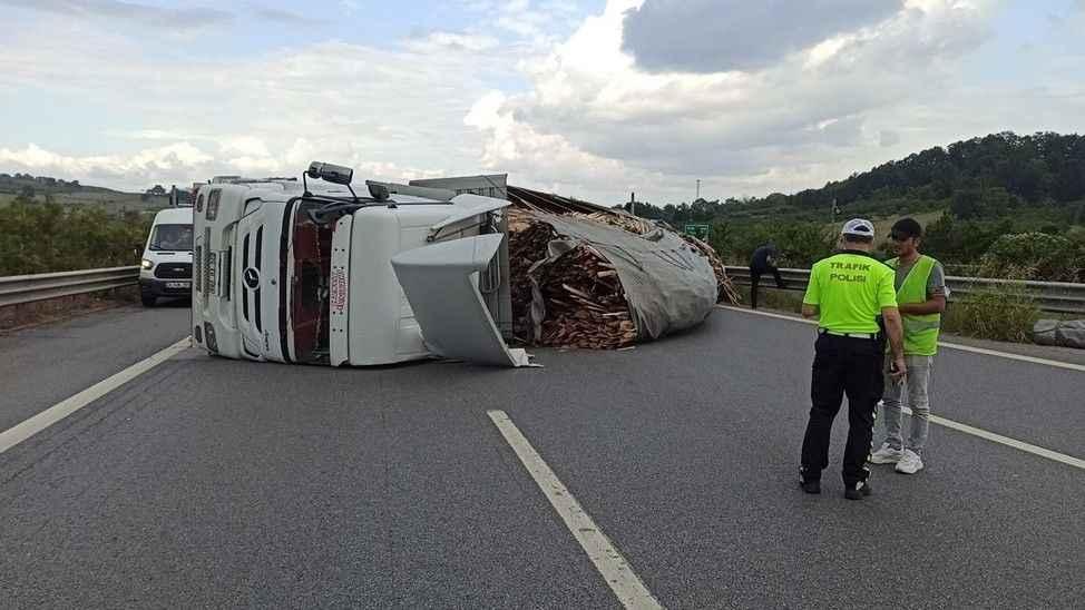 TEM'de Düzce Sakarya arası yol trafiğe kapandı!