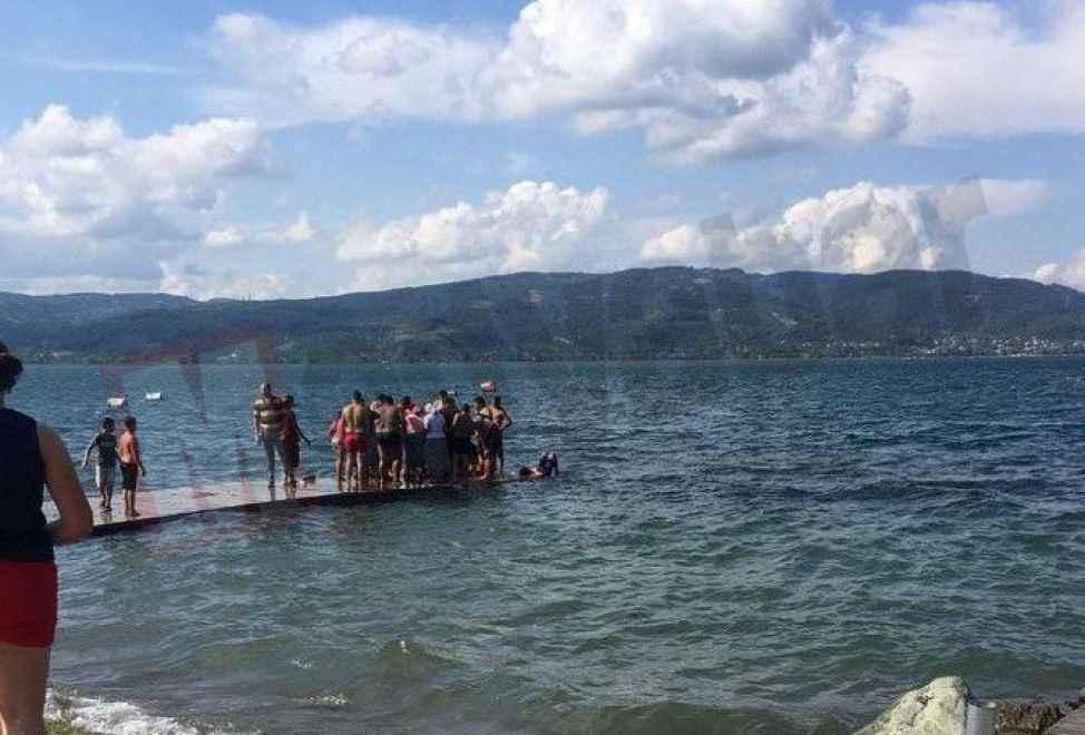 Küçük çocuk boğulmaktan son anda kurtarıldı