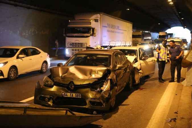 TEM Gültepe tünelinde 5 araç birbirine girdi: 5 yaralı