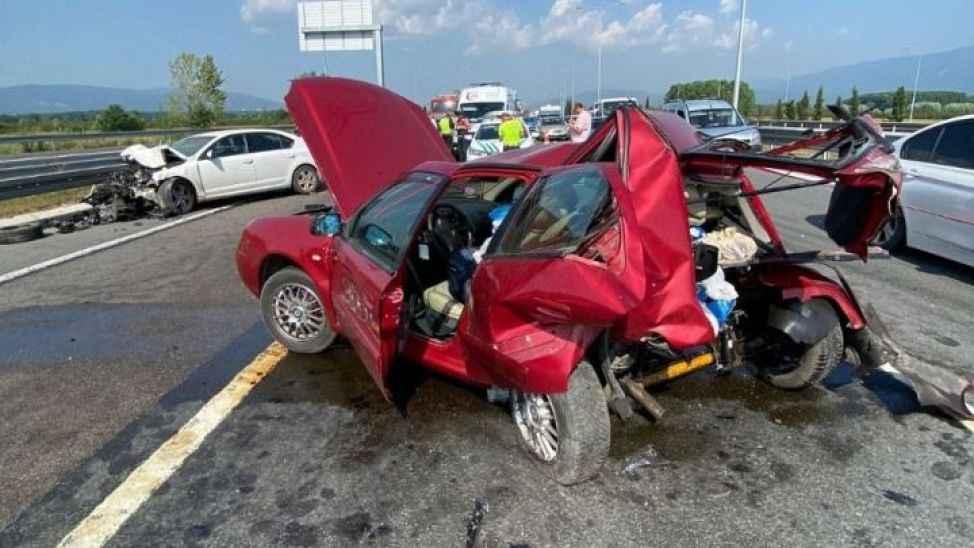 Yeni otoyolda feci kaza: Otomobil bu hale geldi