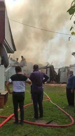 Akyazı Bıçkıdere'de bir ev alevlere teslim oldu!
