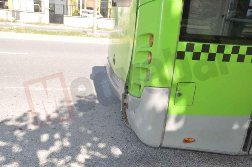 Motosiklet Sürücüsü belediye otobüsüne arkadan çarptı:1 yaralı