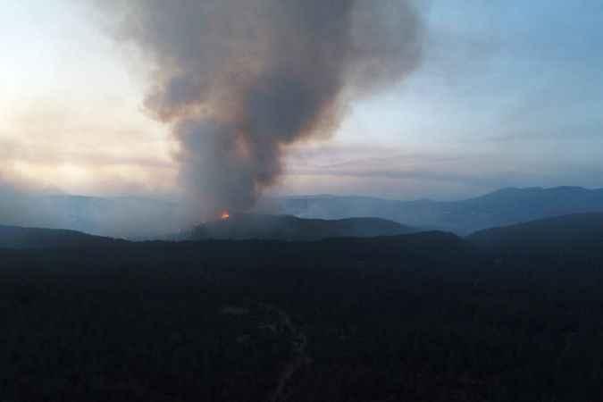 1900 rakımlı Göktepe dağında yangına müdahale sürüyor